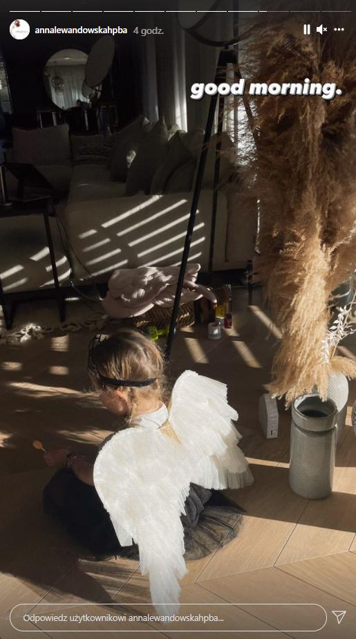 Córeczka Anny Lewandowskiej w stroju na Halloween